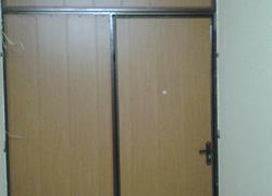 Дверь тамбурная. Цена договорная.