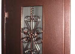 Оригинальная металлическая кованая решетка. Цена 22 000 руб.