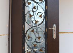 Входная металлическая дверь с увеличенным стеклопакетом. Ковка, патина. Цена 28 000 руб.